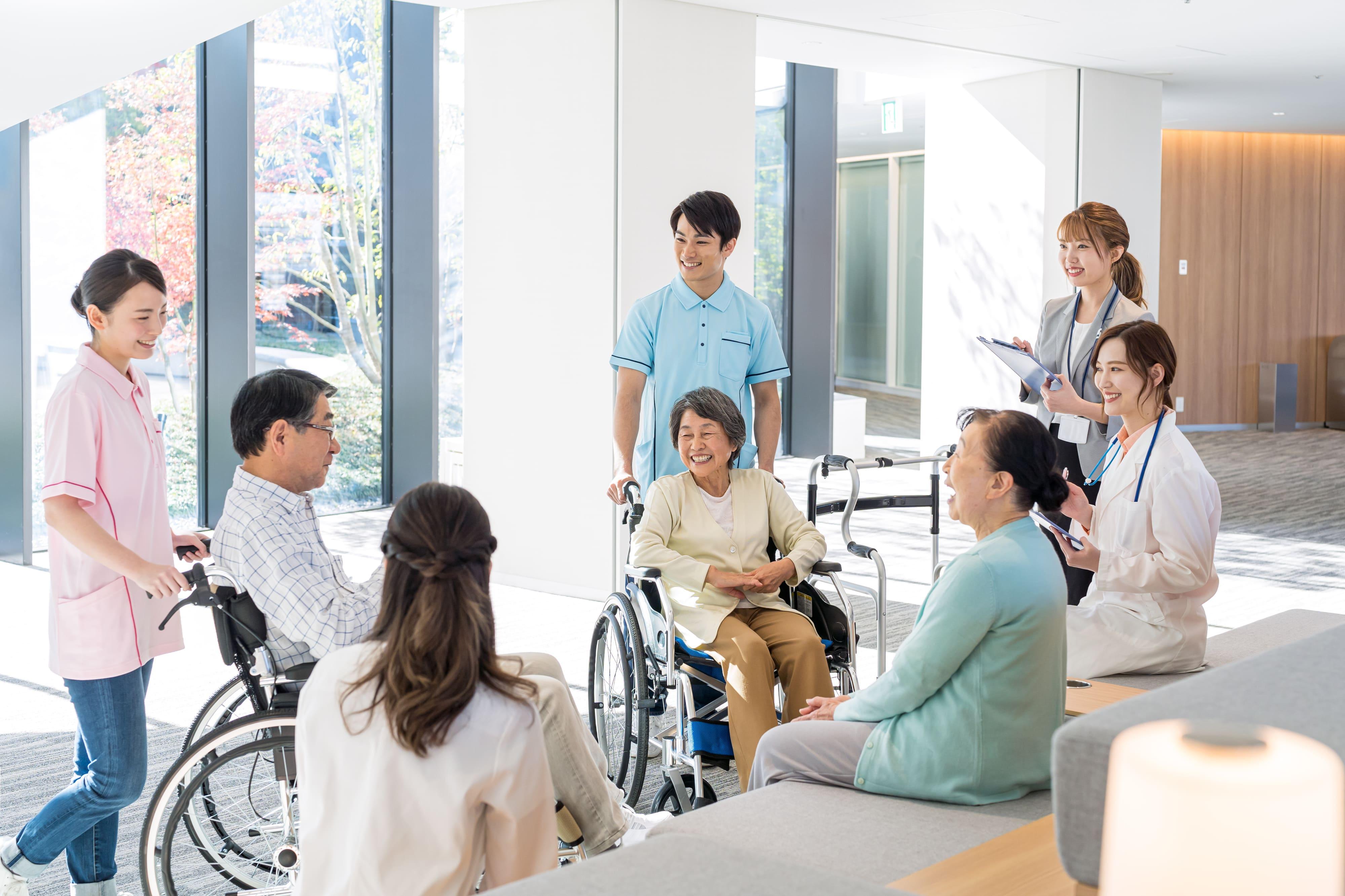 介護職がやりがいを持って働ける環境づくりのポイントとは?